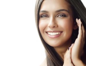 smilingwomanbrownhair